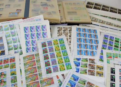 引っ越しで処分に困っていた大量の切手シートとブック
