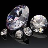 ラウンドカットのグリーンダイヤはどのくらいの価値なのか