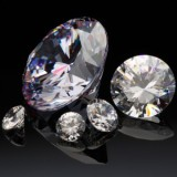 ラディアントカットのレッドのダイヤモンドは相場が高い