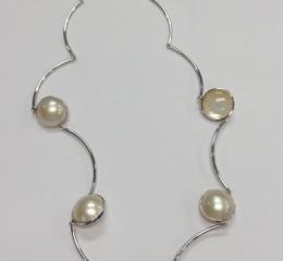 白石付ネックレス