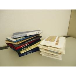 大量の切手シートとブック