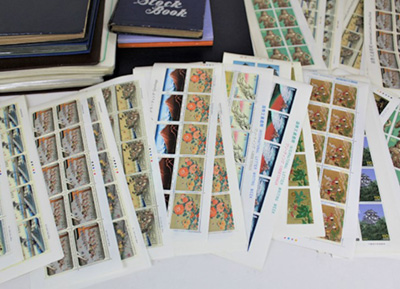 使うつもりでためていた切手シートとブック
