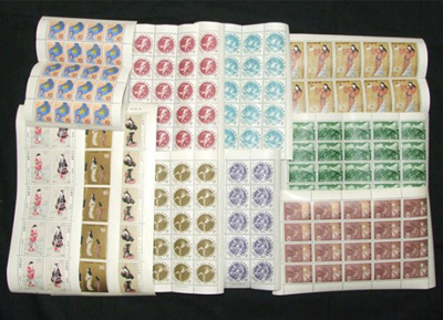 遺品整理ででてきた<br /> 大量の切手シート