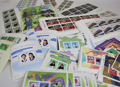 趣味で集めていた記念切手や<br /> 年賀切手の数々